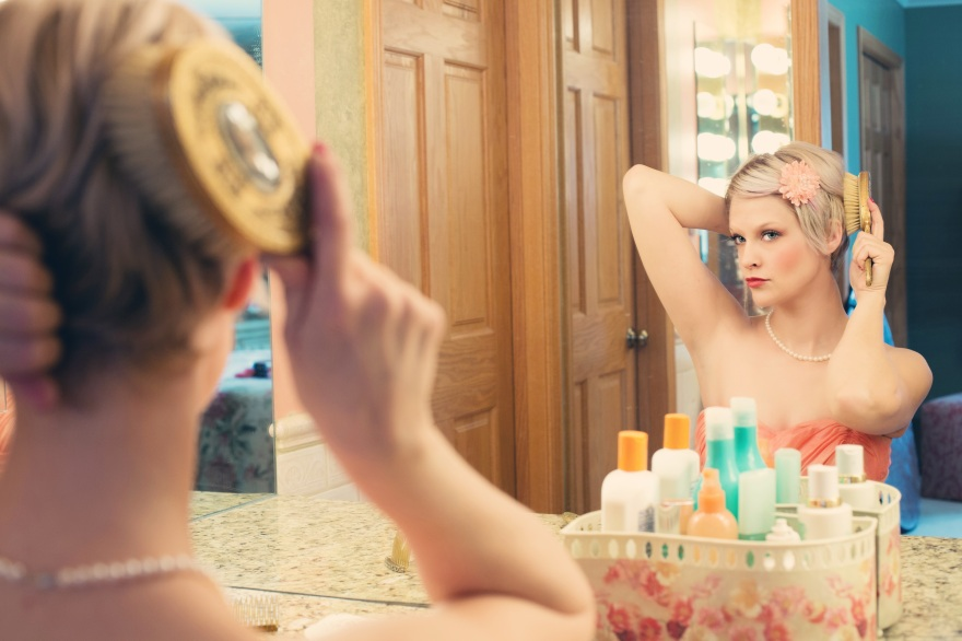 pretty-woman-makeup-mirror-glamour-39250.jpeg